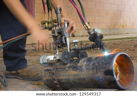 pipe cutter with hand motion blur