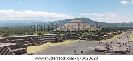 Shutterstock Piramide de Sol and Piramide de la Luna in Teotihuacan