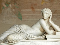 Pisa - Camposanto - Gentle beauty immortalised in marble