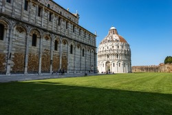 Pisa, Piazza dei Miracoli (Square of Miracles) with the Cathedral (Duomo di Santa Maria Assunta) and the Baptistery (Battistero di San Giovanni), Tuscany, Italy, Europe.