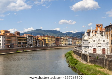 Pisa (Tuscany, Italy) - Church of Santa Maria della Spina and colorful houses along the Arno river