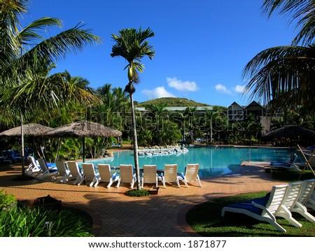 Piscina y cielo azul (recurso en Fiji) - stock photo