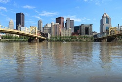 Pittsburgh city photo. Pittsburgh cityscape - American city landscape. Allegheny River bridges.