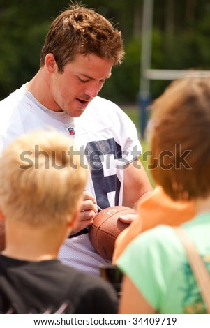 PITTSFORD, NY - JULY 27: Buffalo Bills TE Derek Fine signs autographs for fans at training camp at St. John Fisher College on July 27, 2009 in Pittsford, NY (near Rochester).