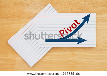 Pivot message with arrows on white paper index cards on wood desk Photo stock ©