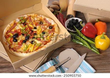 Pizza box : making, ingredients.