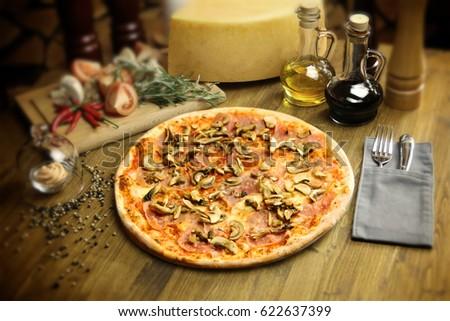 Pizza Funghi Foto d'archivio ©