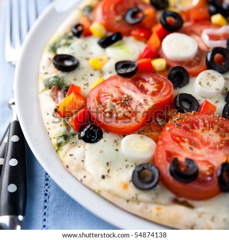Pizza with mozzarella and fresh vegetables