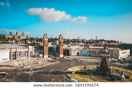 Placa d'Espanya or Plaza de Espana is one of the main squares in Barcelona. Iconic Venetian towers are the gate to the Catalonian national art museum commonly know as MNAC Foto stock ©