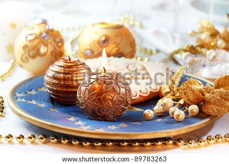 Place setting for Christmas with gingerbread bell