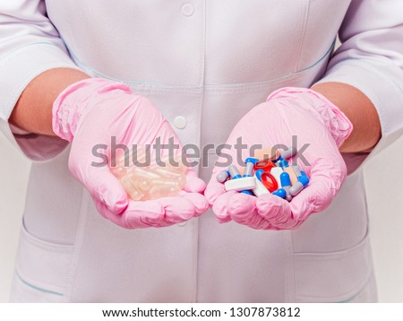 Placebo drugs concept. Doctor holds pills and placebo's. Hand in pink Gloves with Pills. Empty pills. Healthcare concept ストックフォト ©