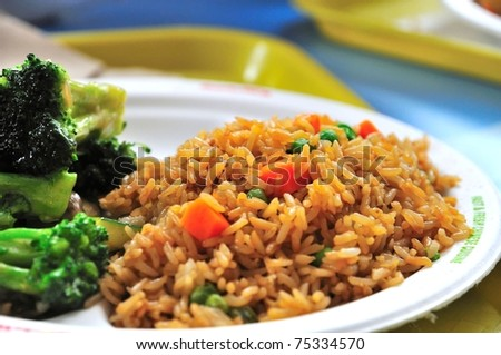Plain vegetable fried rice and healthy green vegetables.