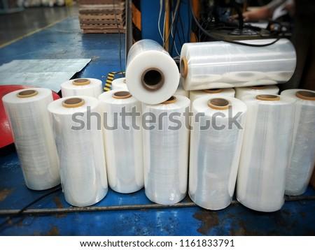 Plastics wrap roll stretch.