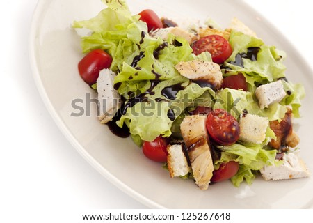 plate of salad with chicken breast and croutons