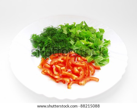 Plate with chopped lettuce, dill and slices of bell pepper