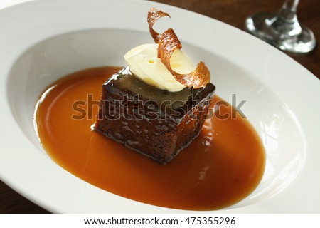 plated sticky toffee pudding