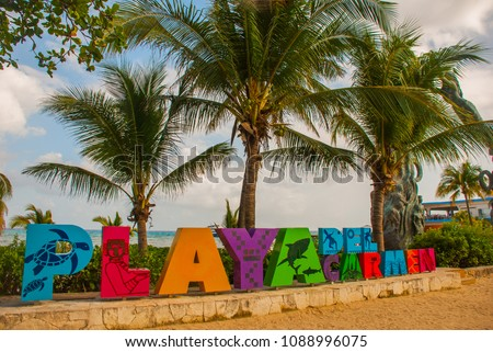 Playa del Carmen, Mexico: Open view of the huge words of Playa by the beach in Playa del Carmen, Riviera Maya, Mexico