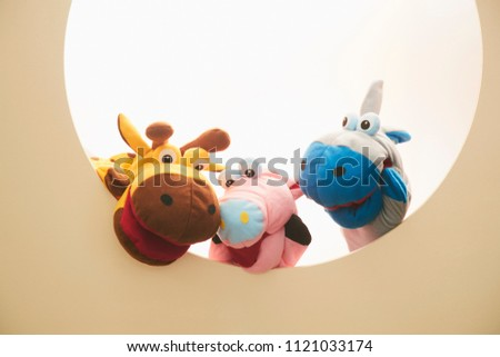 playing puppet in the circle Pig. reaction. Emotional. cute. pretty. circle. Foto stock ©