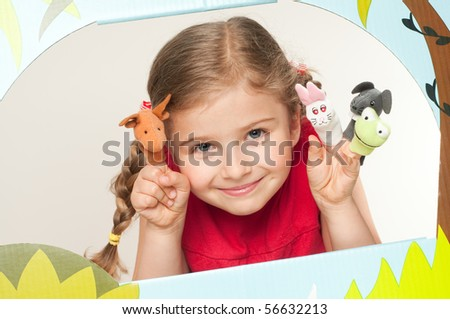 Playing theater ( no-name finger puppets )