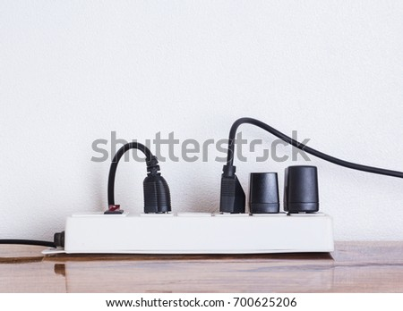 Plug the power plug with connected plugs.