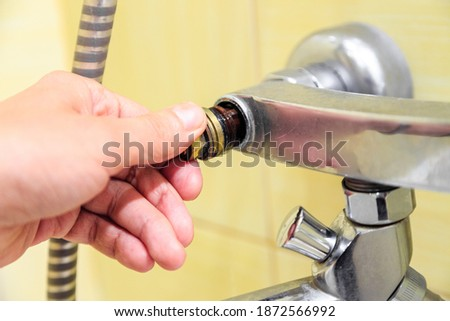 Plumber replaces valve on water tap Foto d'archivio ©