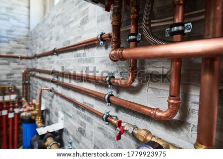 Plumbing service. copper pipeline of a heating system in boiler room Foto stock ©