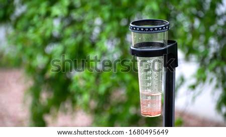 Pluviometer. container to measure the quantity of rain Foto stock ©