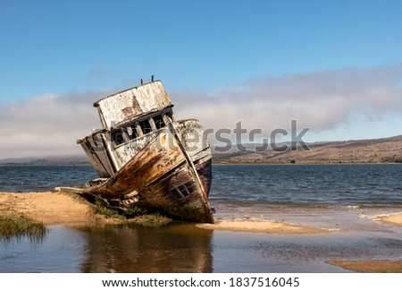 Point Reyes shipwreck, an abandoned boat in Inverness California, Point Reyes National Seashore Foto stock ©