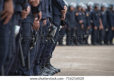 Police riot used shields and batons to practice outdoors.  Foto stock ©