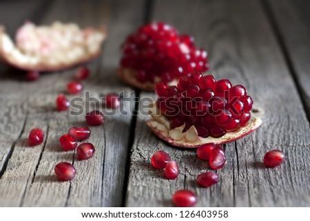 [Obrazek: stock-photo-pomegranate-on-wooden-boards...403958.jpg]