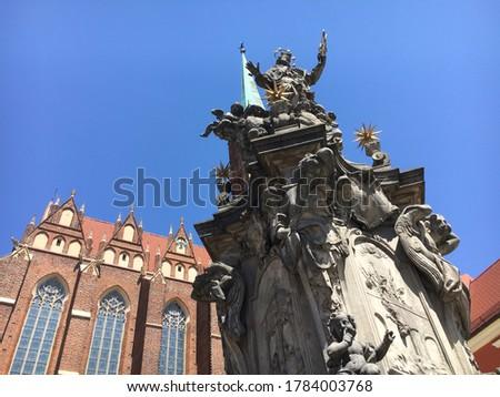 Pomnik Św. Jana Nepomucena na Ostrowie Tumskim. Monument of St John Nepomucen.  Zdjęcia stock ©
