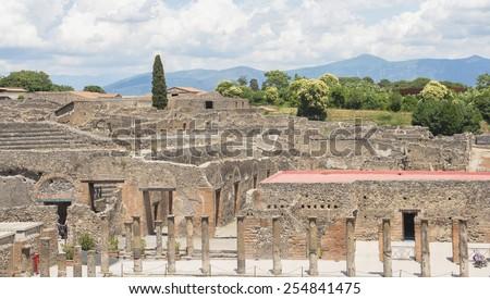pompeii ruined city
