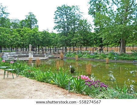 Pond in the garden of the Tuileries in Paris, Spring in France Foto stock ©