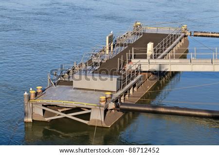 Pontoon Block / Bridge at harbor floating on water
