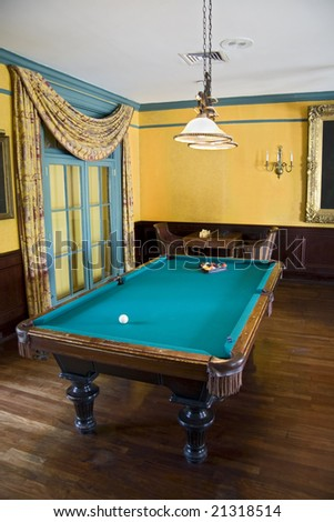Pool table in a luxury room with nice interior decorating.