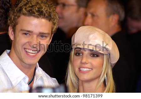 Pop star BRITNEY SPEARS & boyfriend *Nsync star JUSTIN TIMBERLAKE at the world premiere, in Hollywood, of her new movie Crossroads. 11FEB2002.   Paul Smith/Featureflash