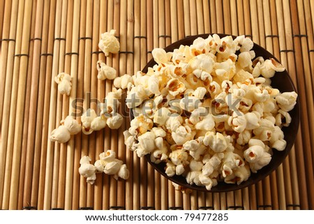 popcorn in bowl over mat