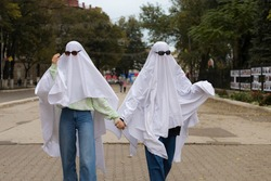 Popular among young people and teenagers, the trendy entertainment is to dress in white bedspreads or sheets symbolically depicting ghosts. Ghost Challenge