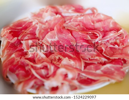 Pork leg meat straight Reddish-pink With a small layer of white fat inserted Sliced ​​thin, layered on multiple layers Looks very appetizing.
