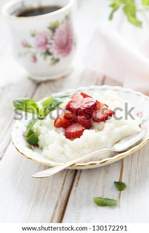 Porridge with strawberry