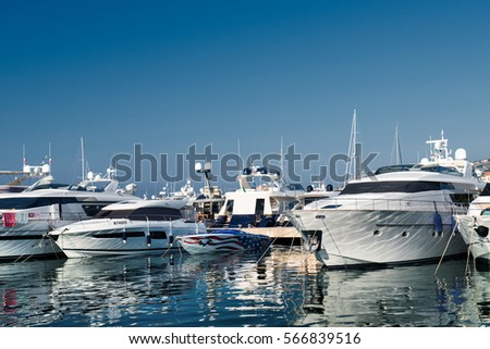Port and harbor in Saint-Tropez. One of the most popular destinations on the French Riviera. Every year the port hosts many luxury yachts. Zdjęcia stock ©