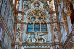 Porta della Carta of the Doges Palace. Doge Francesco Foscari in front of the winged lion (symbol of the Venetian Republic). Arch with decorative elements in Gothic style. Venice. Italy