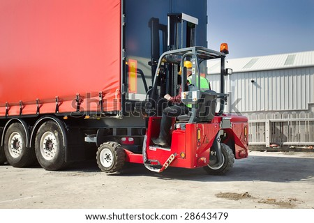 Portable Forklift Offloading Shipment