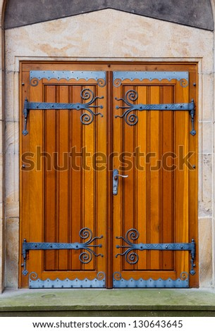 Portal with wooden doors and decorative fittings