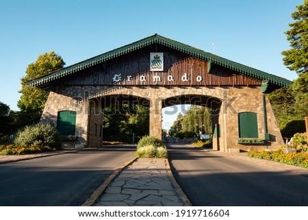 Portico of the city of Gramado. Rio Grande Do Sul. Brazil. Foto stock ©