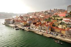 Porto: panorame of Ribeira and Douro river