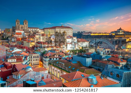 Porto, Portugal. Aerial cityscape image of Porto, Portugal with the Porto Cathedral and old town during sunset. Stock foto ©