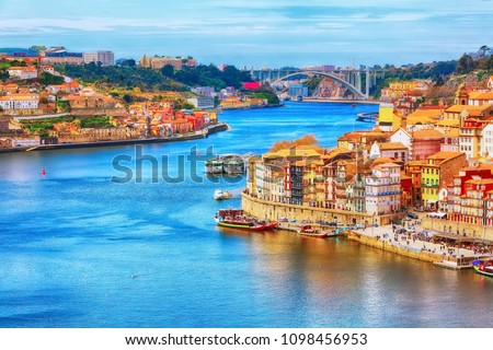 Porto, Portugal old town ribeira aerial promenade view with colorful houses, Douro river and boats Stock foto ©