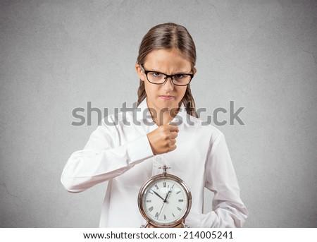 Девушка в строгом фото