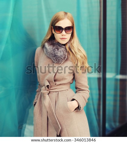 Portrait beautiful elegant woman wearing a coat jacket and sunglasses in city